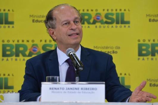 Renato Janine fala sobre educação no programa Ponto a Ponto