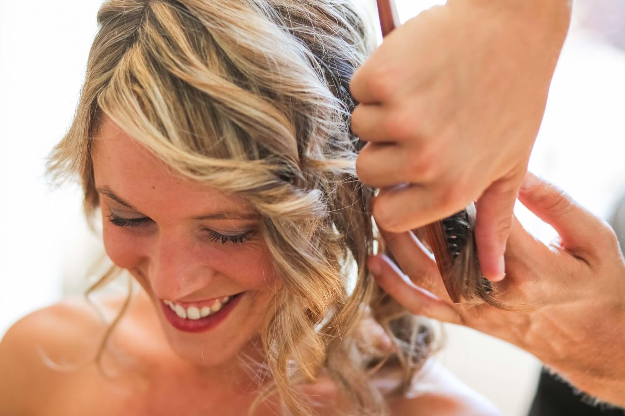 Wedding photographer préparatif coiffure