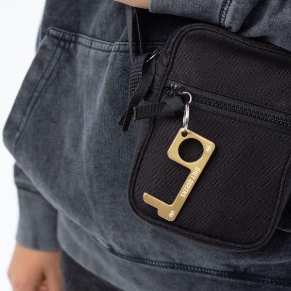 hygienehaken everyday carry no touch tool türöffner aus messing mit goldfarbe beschichtet und gravur spruch only queens foto 05
