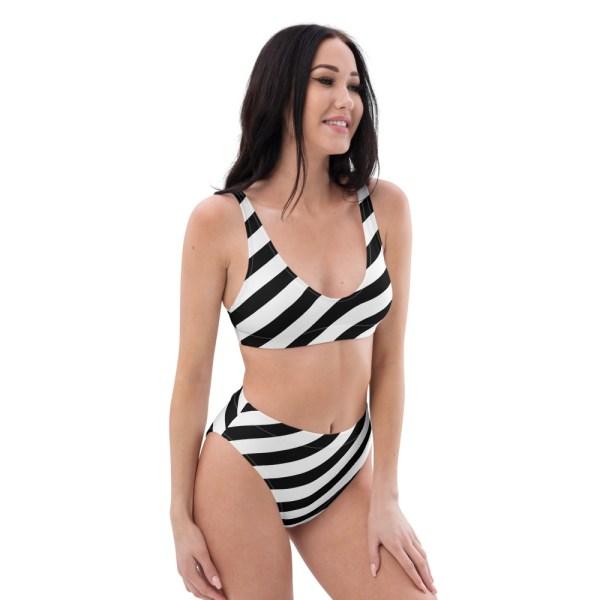 HIGH WAIST DESIGNER BIKINI STRIPES ALL OVER aus Recyclingmaterial schwarz weiß gestreift 3 all over print recycled high waisted bikini white right front 60be5cedcd7ee