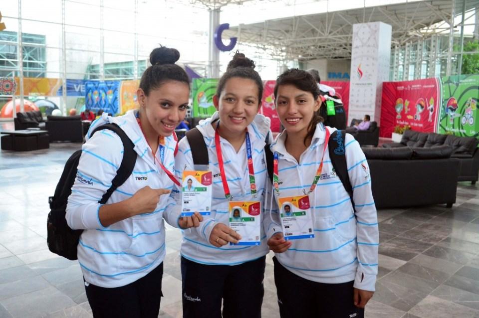 Analdy Lopez, Mabelyn Enru00EDquez y maria andrea  montufar, equipo de tenis de mesa fem