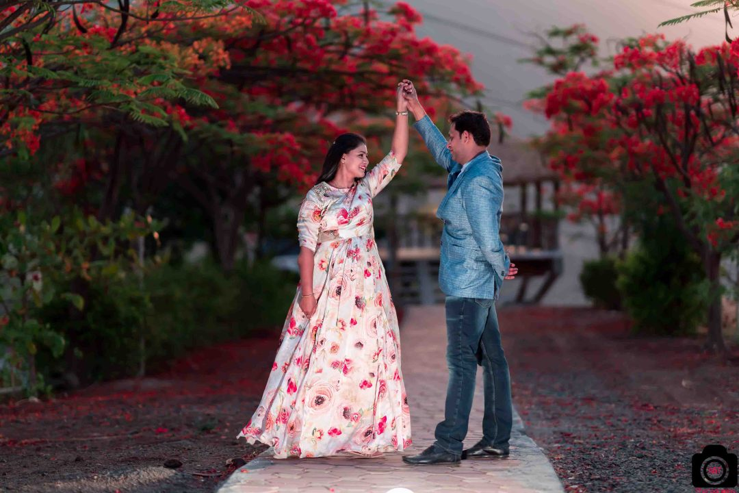 Best Couple Poses for Pre wedding Photoshoot | Pune | India