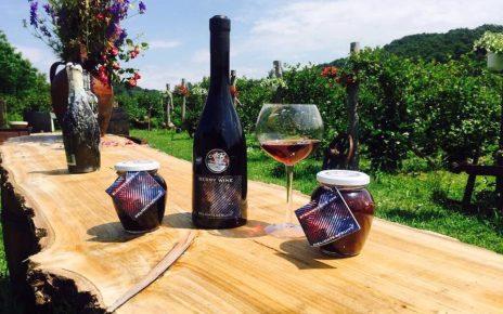 """Vinul de mure """"Made in Ticleni"""", o delicatesă care poate ajunge pe mesele tuturor românilor"""