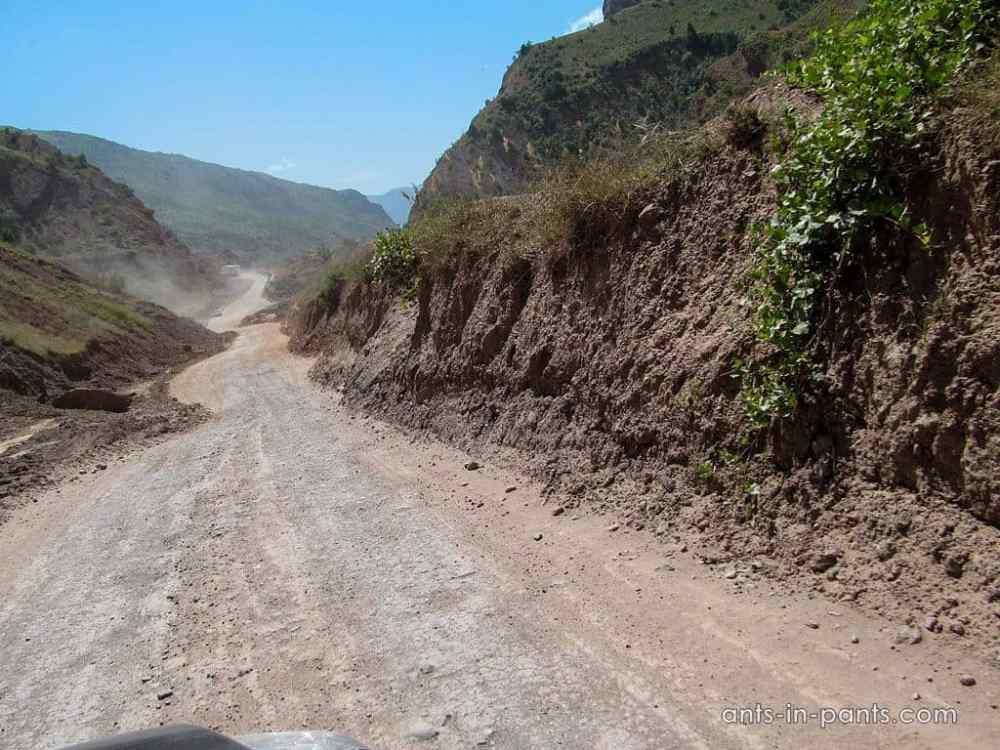 Сразу после Куляба дорога сильно ухудшилась.