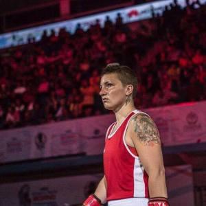Huippunyrkkeilijä Elina Gustafsson toi Suomeen MM-pronssimitalin vuonna 2016. Kuvat saatu käyttöön Elina Gustafssonilta ja Nooralotta Neziriltä