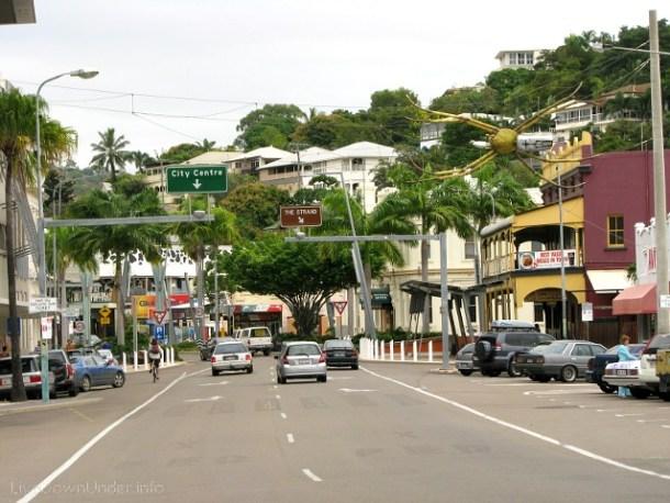 Townsville. Miasto robi całkiem miłe wrażenie, nawet plażę tu mają.