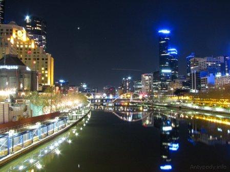 Melbourne nocą - widok z Princes Bridge