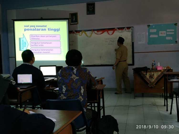 Pengembangan Kompetensi Guru