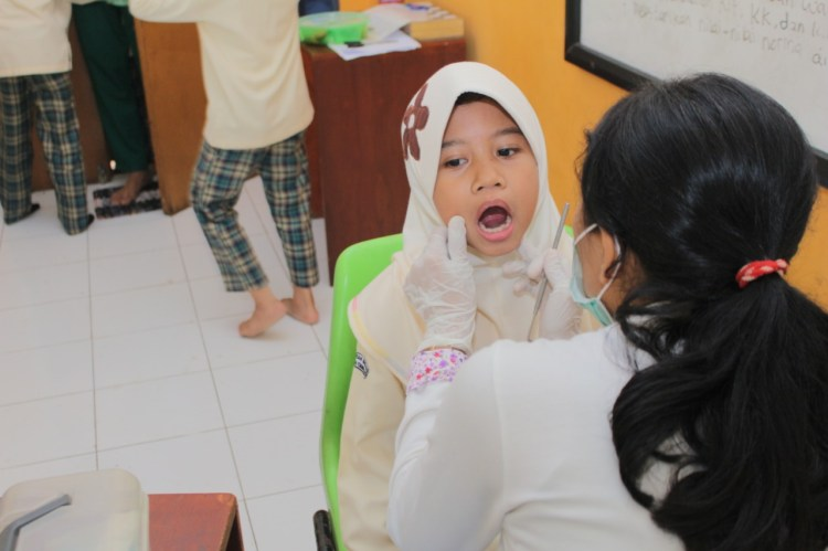 Pemeriksaan Gigi dan Mulut