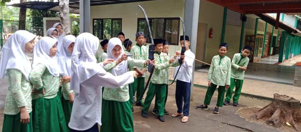 Kunjungan SD Bina Mujtama dan SDI Anugerah Insani ke SMP IT Anugerah Insani