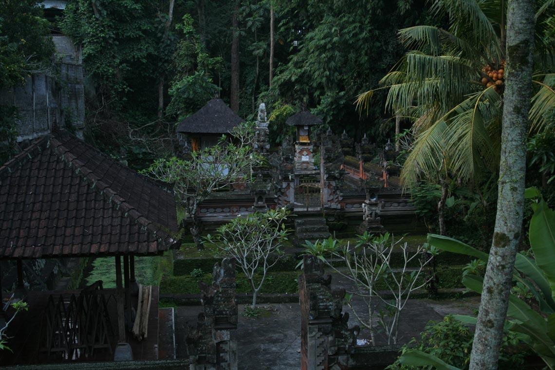 rumah tradisional bali di desa ubud