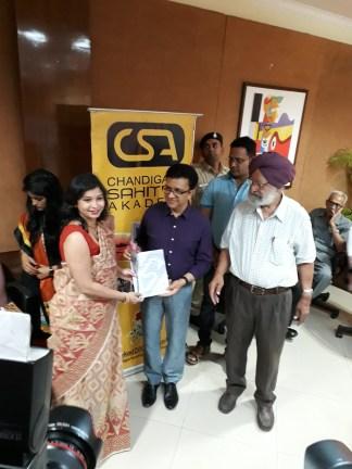 Anuradha Bhattacharyya receiving the Chandigarh Sahitya Akademi Award of Best Book of 2016