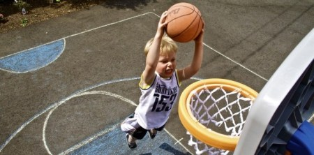 How Sports Can Help  or Hurt   Your Anxious Child child sports basketball