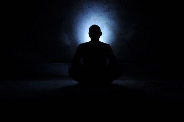 暗闇での瞑想