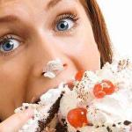 食べ過ぎる女性