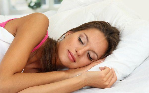 夜更かしをしない女性
