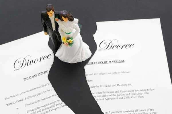 離婚成立と慰謝料問題