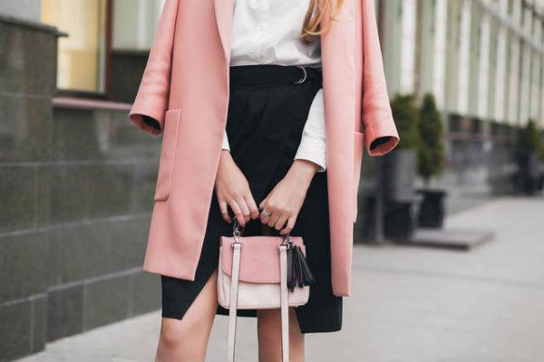 ピンク色のコート