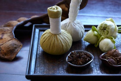 52746118-H1-Traditional_Thai_herbal_compress