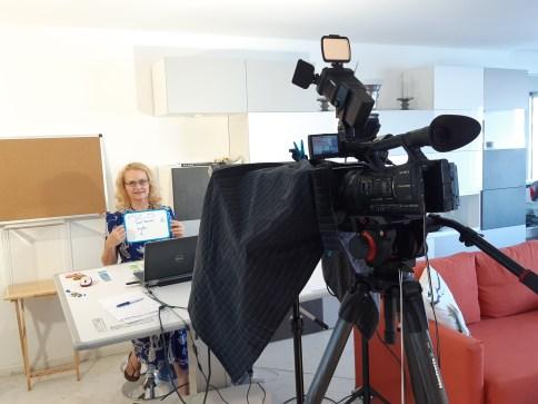 Anya Camau pendant un tournage