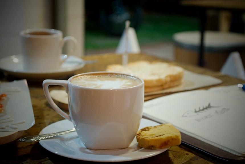 Mr Bee Coffee Bersantai Sejenak Menikmati Secangkir Kopi Pilihan Di