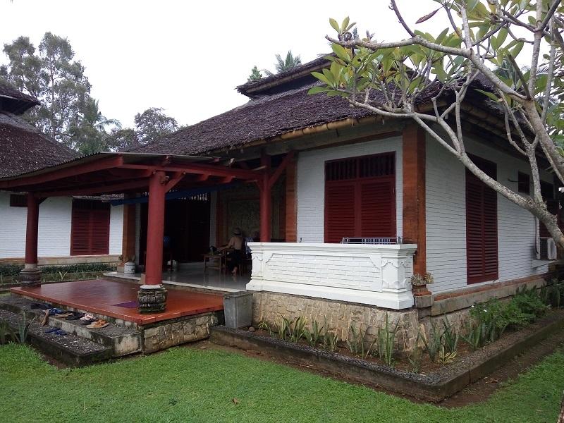 Puri Retno 1 Anyer, Villa Pantai Cantik Dengan Ornamen Khas Bali