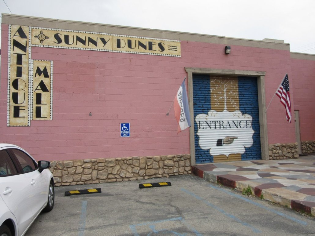 Sunny Dunes Antique Mall Palm Springs CA
