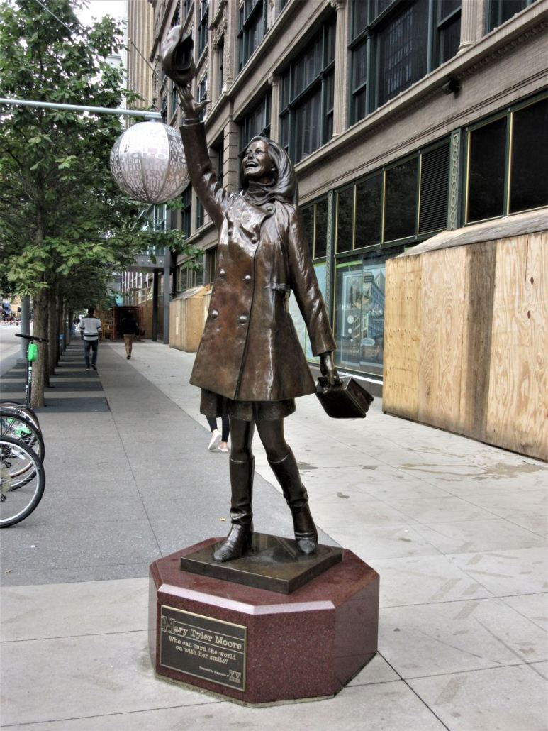 Mary Tyler Moore statue in Minneapolis