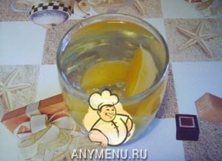 kompot-iz-svezhix-abrikosov-ili-sliv