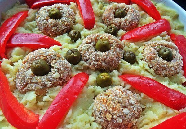 Запечённые пюре с котлетами перцем и оливками4
