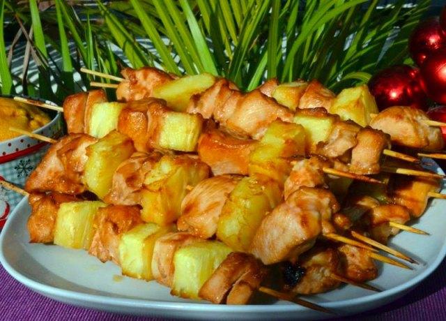 Шашлык из курицы с ананасом5