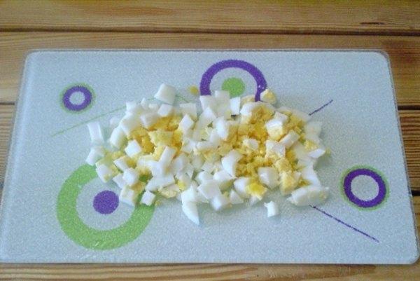 Крабовый салат с огурцом и кукурузой3
