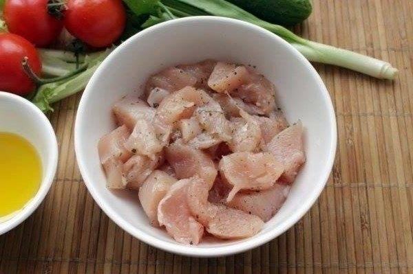 Салат из курицы и свежих овощей3