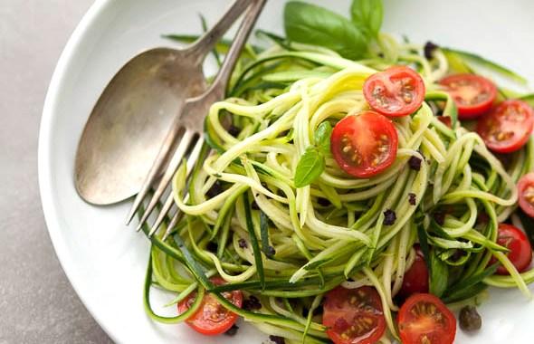 salat-tcukkini-pomidori