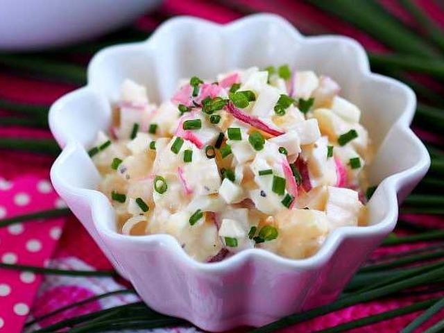 salat-s-gribami-i-krabovymi-palochkami