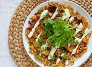 okonomiyaki-yaponskie-kapustnye-oladi