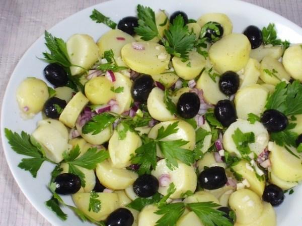 Постимся вкусно! Салат с картофелем и маслинами