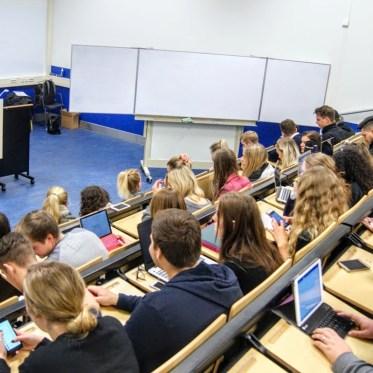 anyMOTION Social Media Vorlesung an der Fontys International Business School Venlo mit Mathias Kossmann Business Development Director bei anyMOTION