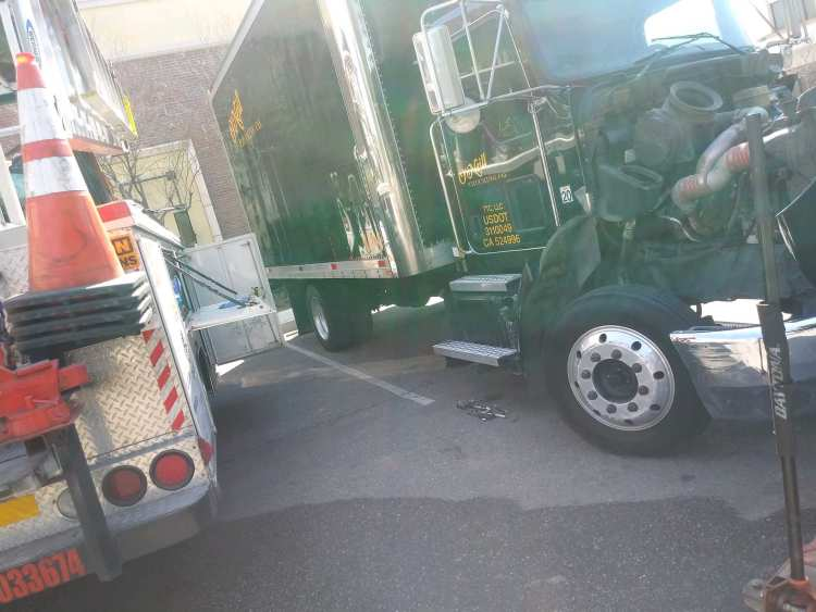 Mobile diesel semi truck repair in the Castaic area servicing and repairing trucks 24/7 every day of the week and every hour, we Are Anytime