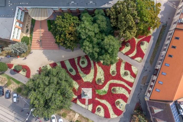 Virágos park Debrecenben