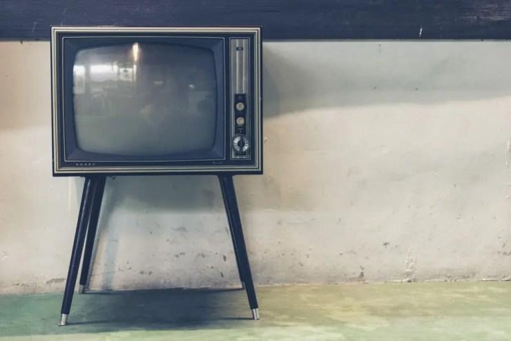 教員の回復アイテム④ TVやラジオ