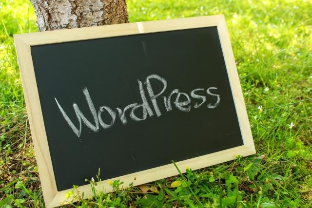 Wordpressと書かれたミニ黒板