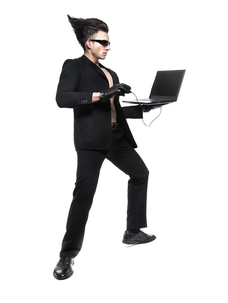 ブログを書く男