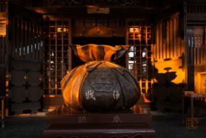 邊津宮拝殿巾着の賽銭箱