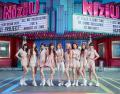 薄いピンク色の衣装を来たNiziU(ニジューnizyu)のメンバー画像