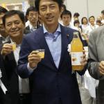 小泉氏、レスリング 「金メダリスト伊調」 出身の青森りんごジュース絶賛!