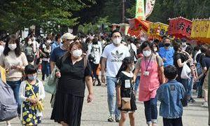 弘前城秋の大祭典、想定以上のにぎわい