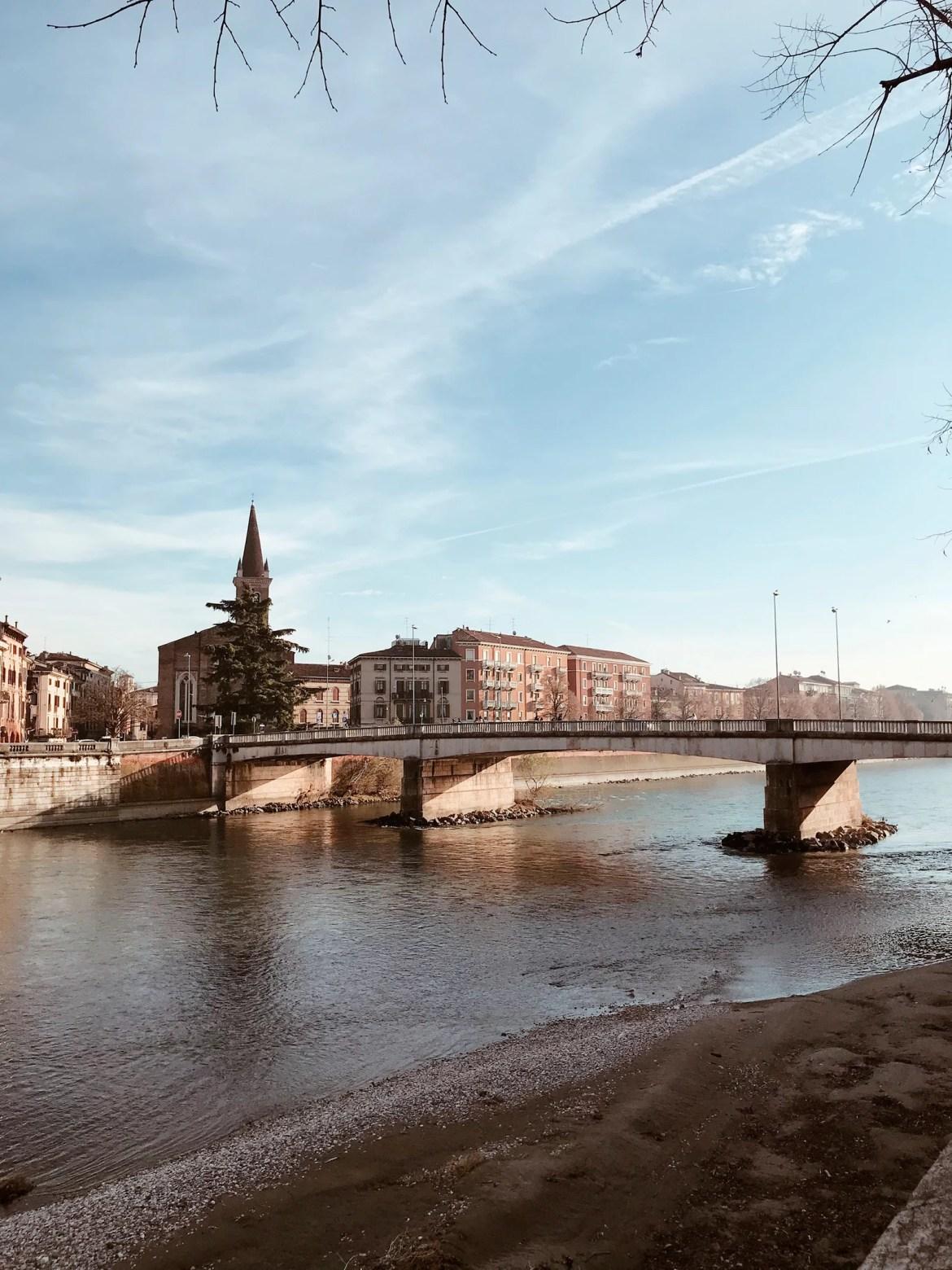 Ponte sobre o rio Ádige