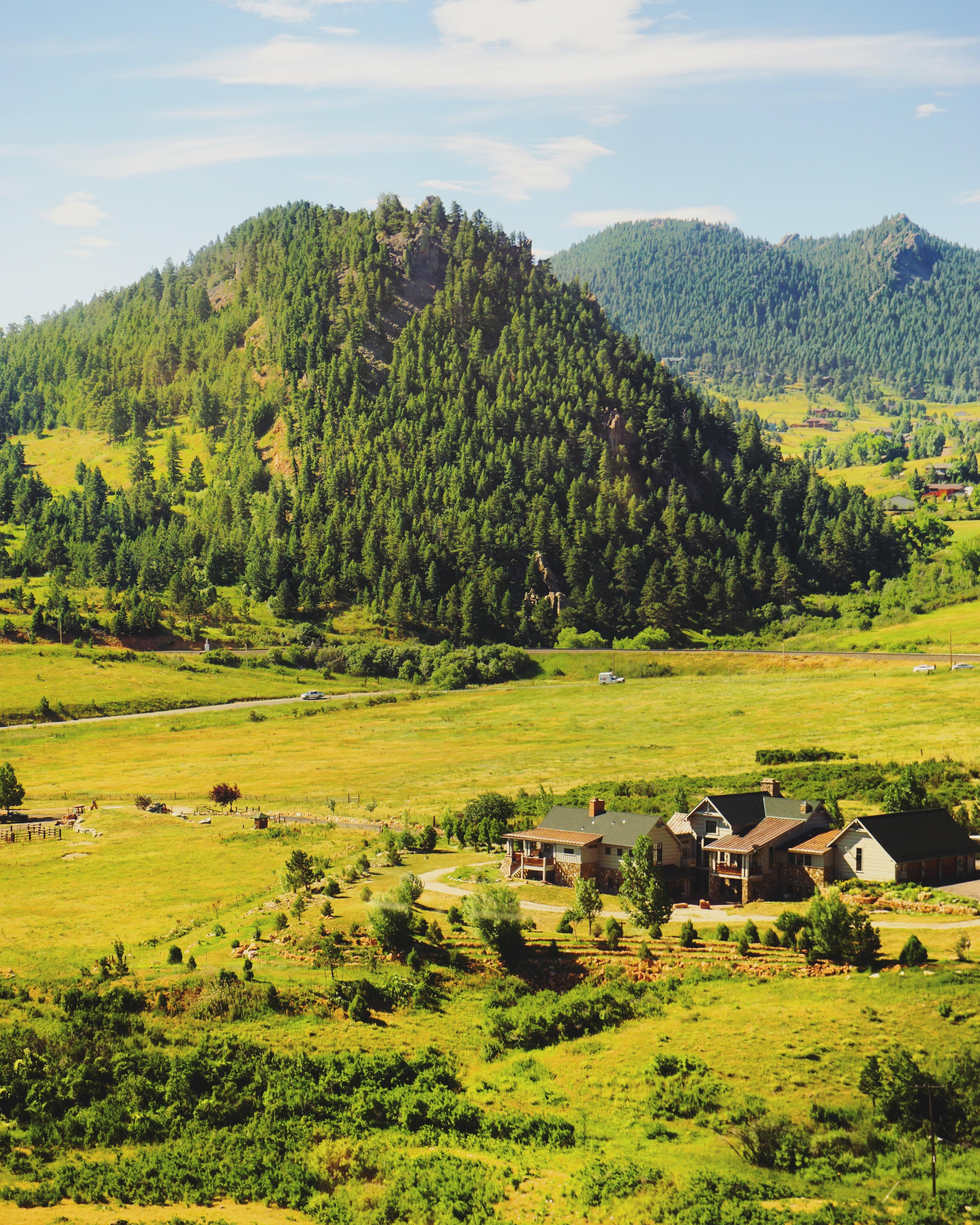Des plaines aux montagnes touffues, le paysage est toujours surprenant // From the plains to the leafy montaigns, the landscape is always spectacular
