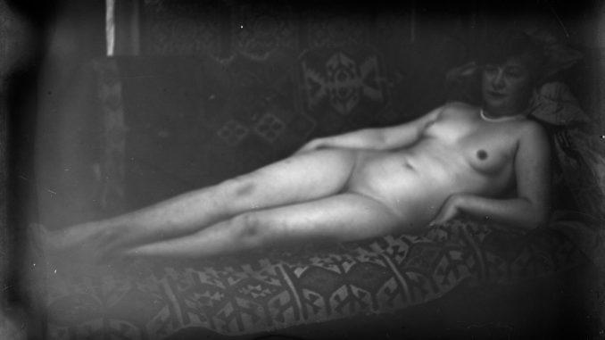 Ernst Ludwig Kirchner, Maler und Bildhauer, Der Maler als Fotograf, Elisabeth Hembus als liegender Akt im Wildbodenhaus, Museum der Moderne, Ausstellung in Salzburg, Grafiker, Foto